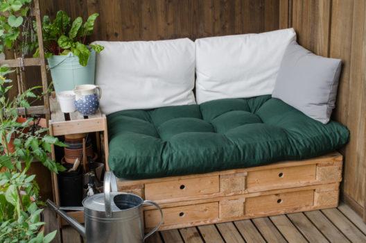 Wohnlichkeit im Garten geniessen (Bild: swissdrone - shutterstock.com)